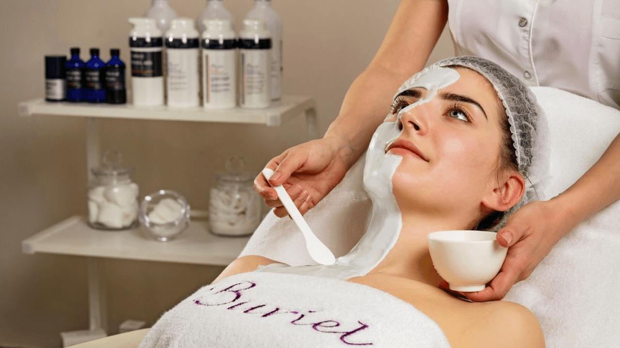 تمام محصولات Buriel ارائه دهنده راه حل های عالی برای مراقبت از پوست ، از جمله محصولات موثر در بازسازی پوست است که به احیای خاصیت ارتجاعی اصلی آن کمک می کند. تحقیقات نشان داده است که بافت های جفت به مبارزه با علائم پیری و بهبود حتی سوختگی های شدید کمک می کنند. مارک جدیدی به نام 'BURIEL' ، که از خواص درمانی کره شی ، عصاره های میوه ، کاملیا و روغن دانه ماکادمیای استرالیا استفاده می کند که دارای اثر شادابی هستند و خاصیت ارتجاعی پوست را افزایش می دهند.