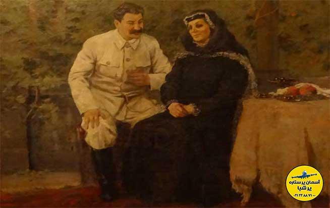 استالین به همراه مادرش