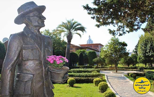 مجسمه ایسون گوردزیان بلوار باتومی گرجستان
