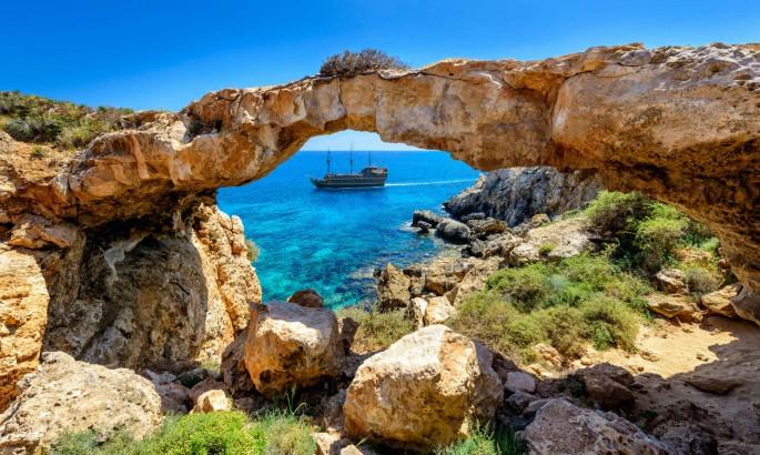 غار دریایی آیاناپا قبرس