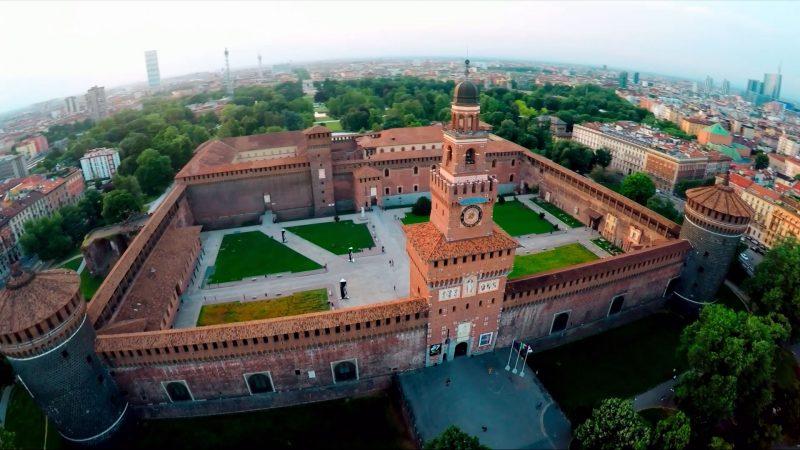 کاخ اسفورتسسکو در میلان