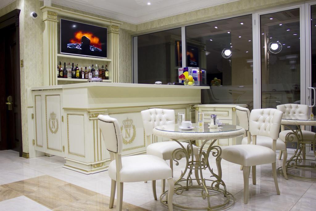 امکانات هتل Neapol boutique