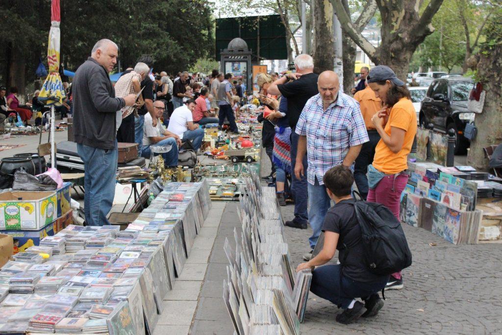 بازار درای بیچ محلی تفلیس
