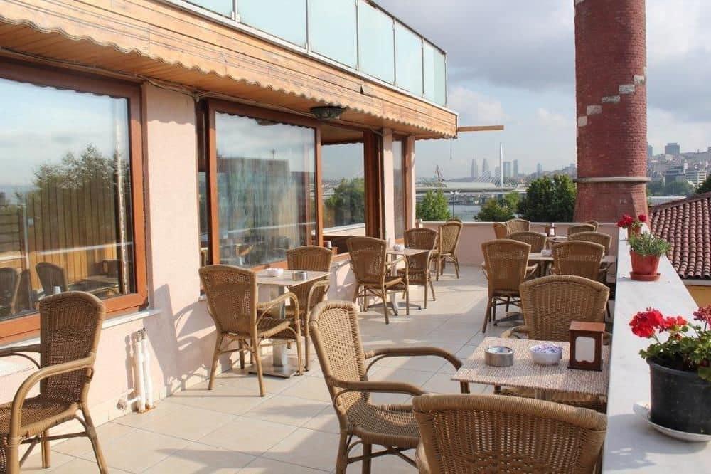 هتل سه ستاره Gorur در تور استانبول