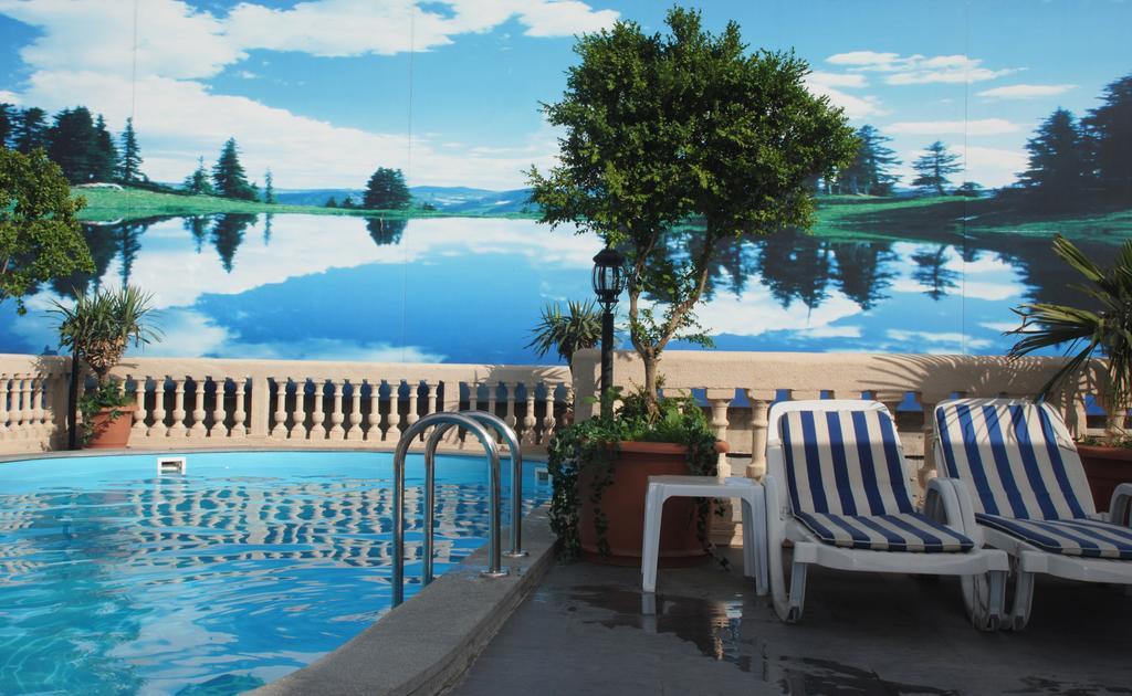 استخر هتل Vere Palace
