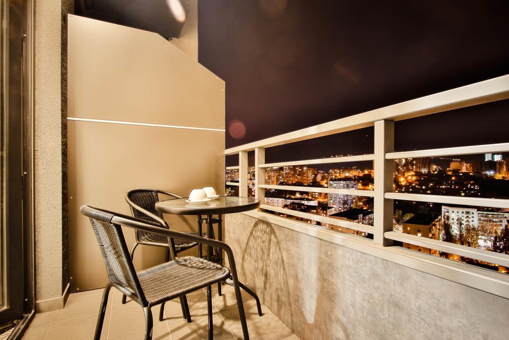امکانات هتل Ameri Plaza