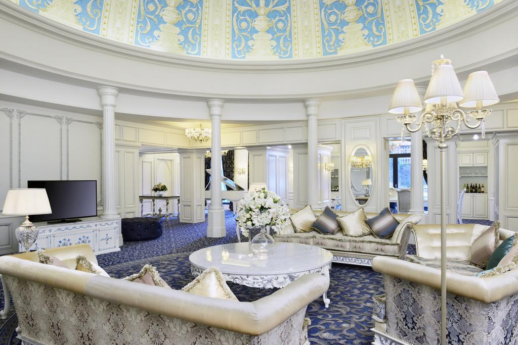 تجهیزات و امکانات رفاهی هتل Ambassadori شهر تفلیس گرجستان