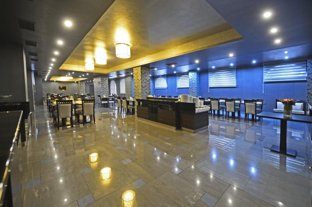 رستوران هتل آستوریا تفلیس