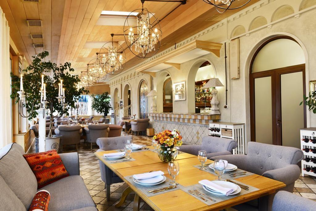 رستوران هتل Ambassadori
