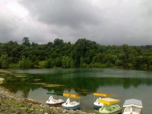 قایق سواری در دریاچه الیمالات