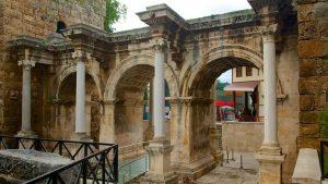 ویژگی های معماری دروازه ی هادریان