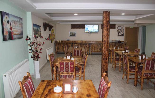 رستوران ریدال این هتل آماده ی خدمت رسانی به شما
