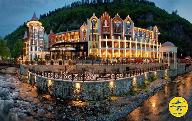 هتل کرون پلازا برجومی