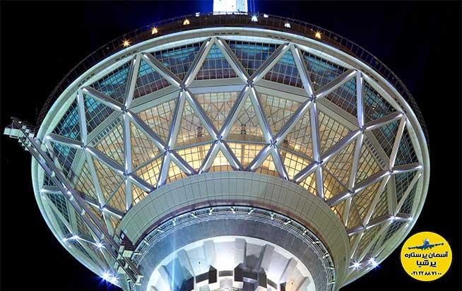 ساختمان بالای برج (راس)